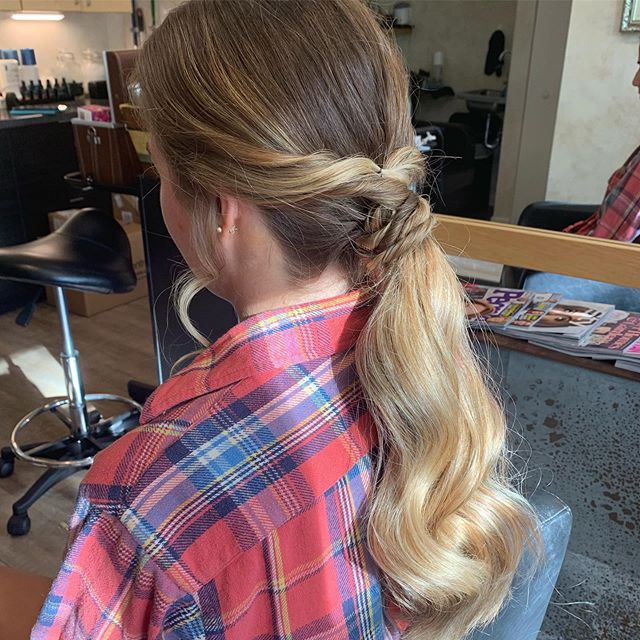 Homecoming hair! Love how her balayage has grown in, and looks in this cute low pony with some twist! #homecominghair #lowponytail #balayagehair #hairstyles #basaltcolorado #hairstylist #lovewhatyoudo