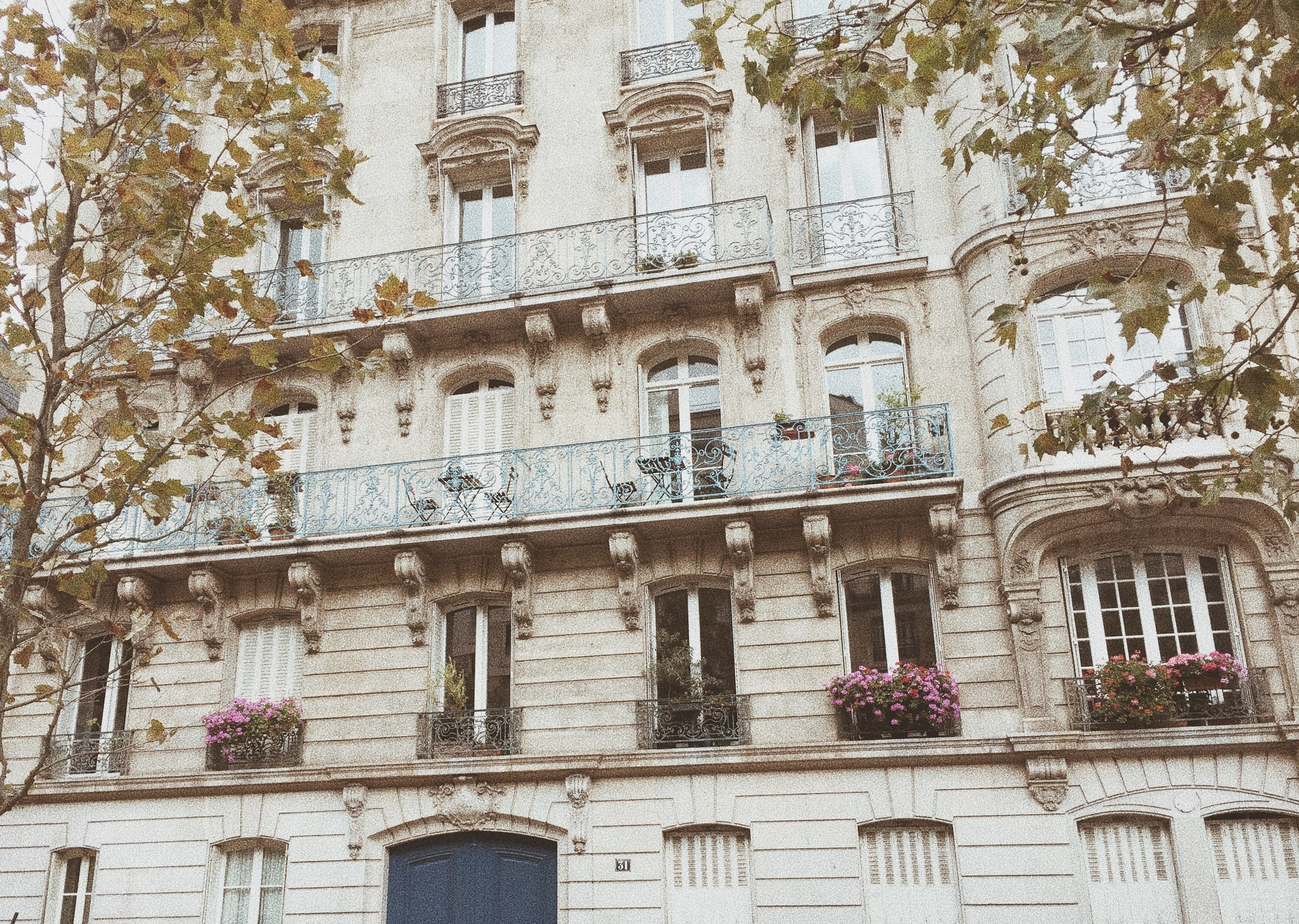 architecture_design_lemarais_paris_france_travelguide_vacationguide_tourist