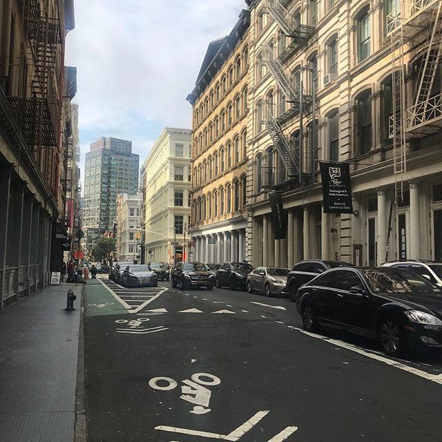*Plays Thick and Thin* . . . . . . . #wanderxwonder #streetsofnyc #citystyle  #bloglovinfashion #wiw #wanderlusting #stylediaries #mylookbook #yyzblogger #travelbloggers #torontotravelblogger #torontostyleblogger #lablogger #revolveme #newyorkblogger #nycblogger #newyorkstreetstyle #newyorkstyle #nycstreetstyle #nycgo #revolvearoundtheworld #traveldiary2018 #streetscape #streetshoot #streetshots