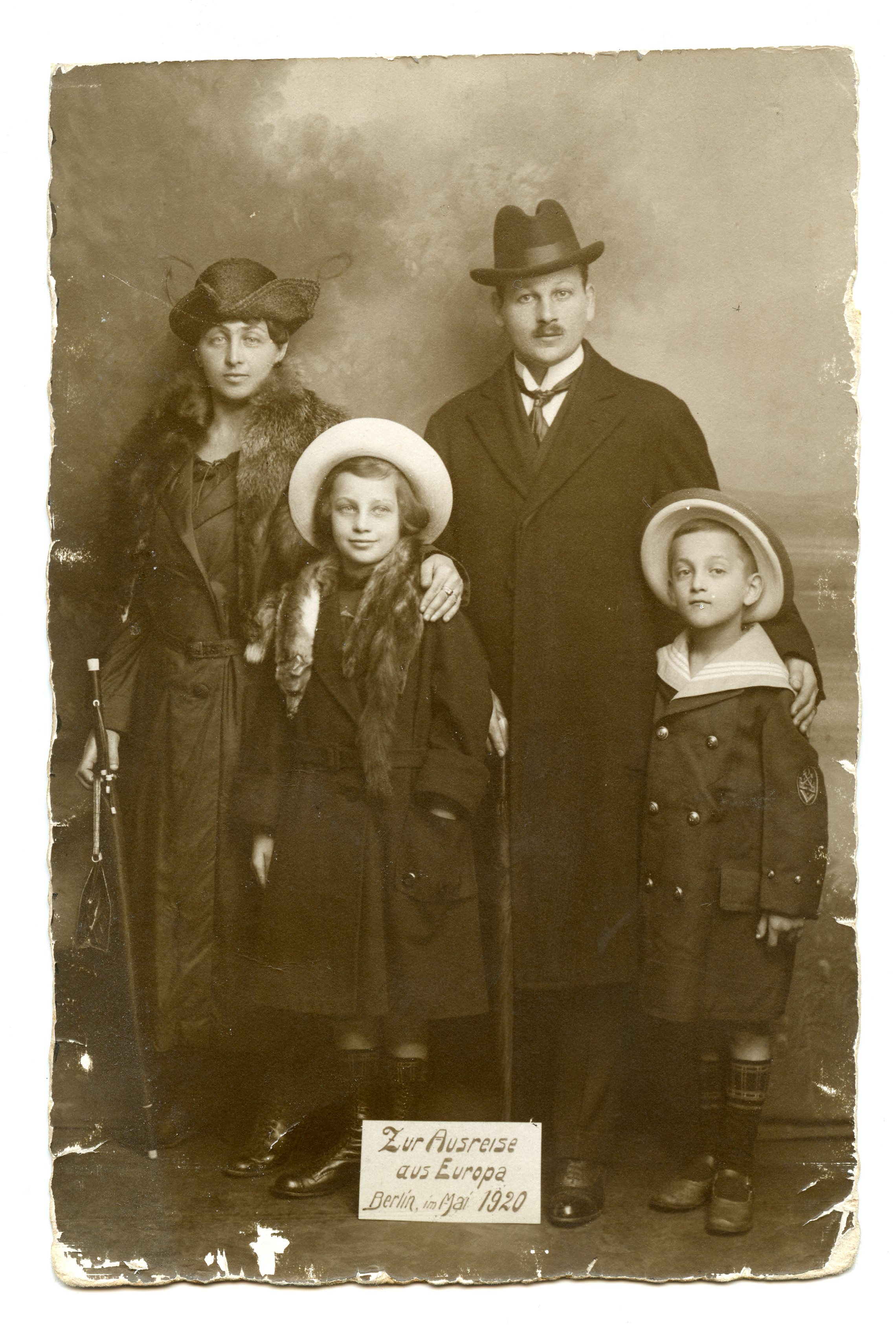 1920 - Eazak's parents and siblings before leaving Berlin, Germany