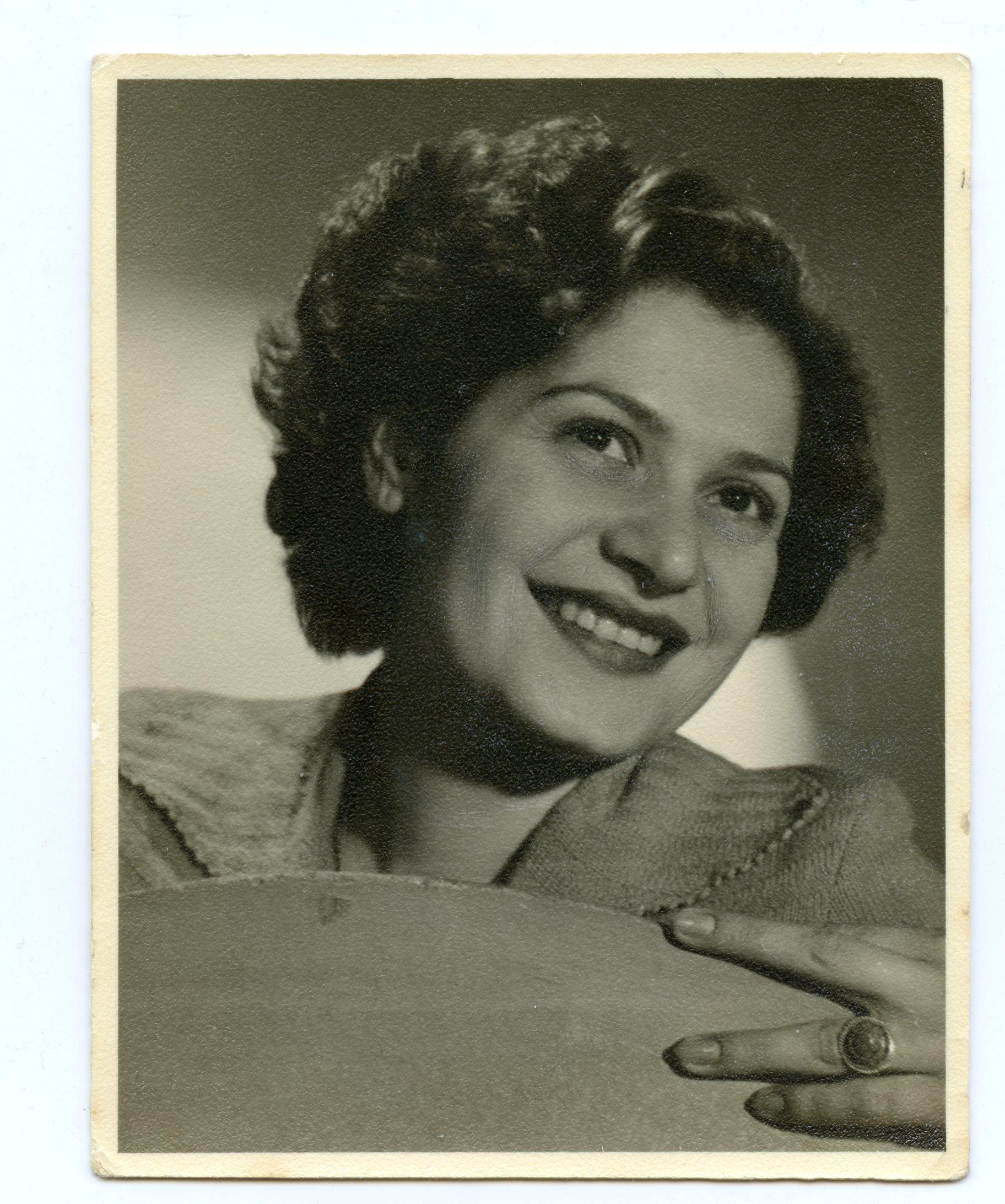 Copy of 1950 - Agnes in Tel Aviv