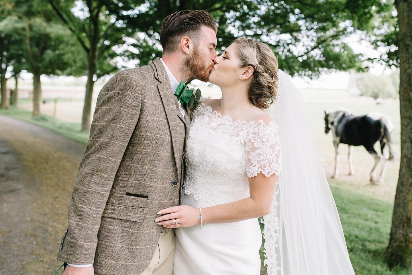Oxleaze-Barn-Wedding-Photographer_0091.jpg
