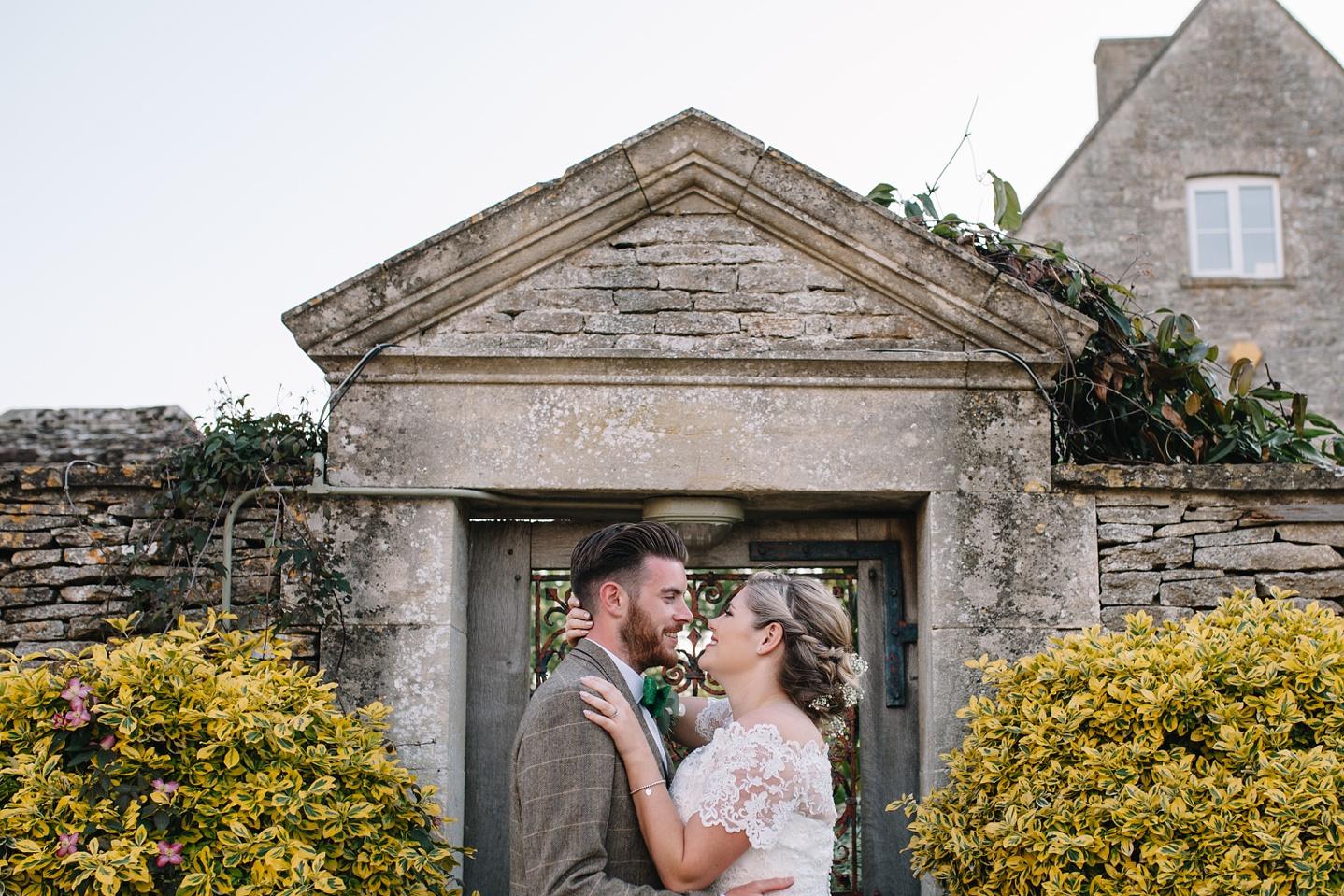 Oxleaze-Barn-Wedding-Photographer_0131.jpg