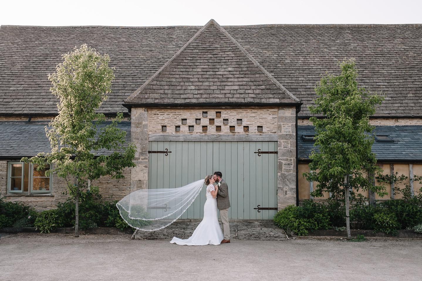 Oxleaze-Barn-Wedding-Photographer_0135.jpg