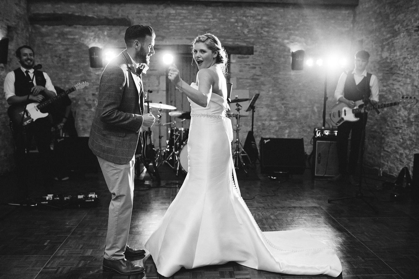 Oxleaze-Barn-Wedding-Photographer_0147.jpg