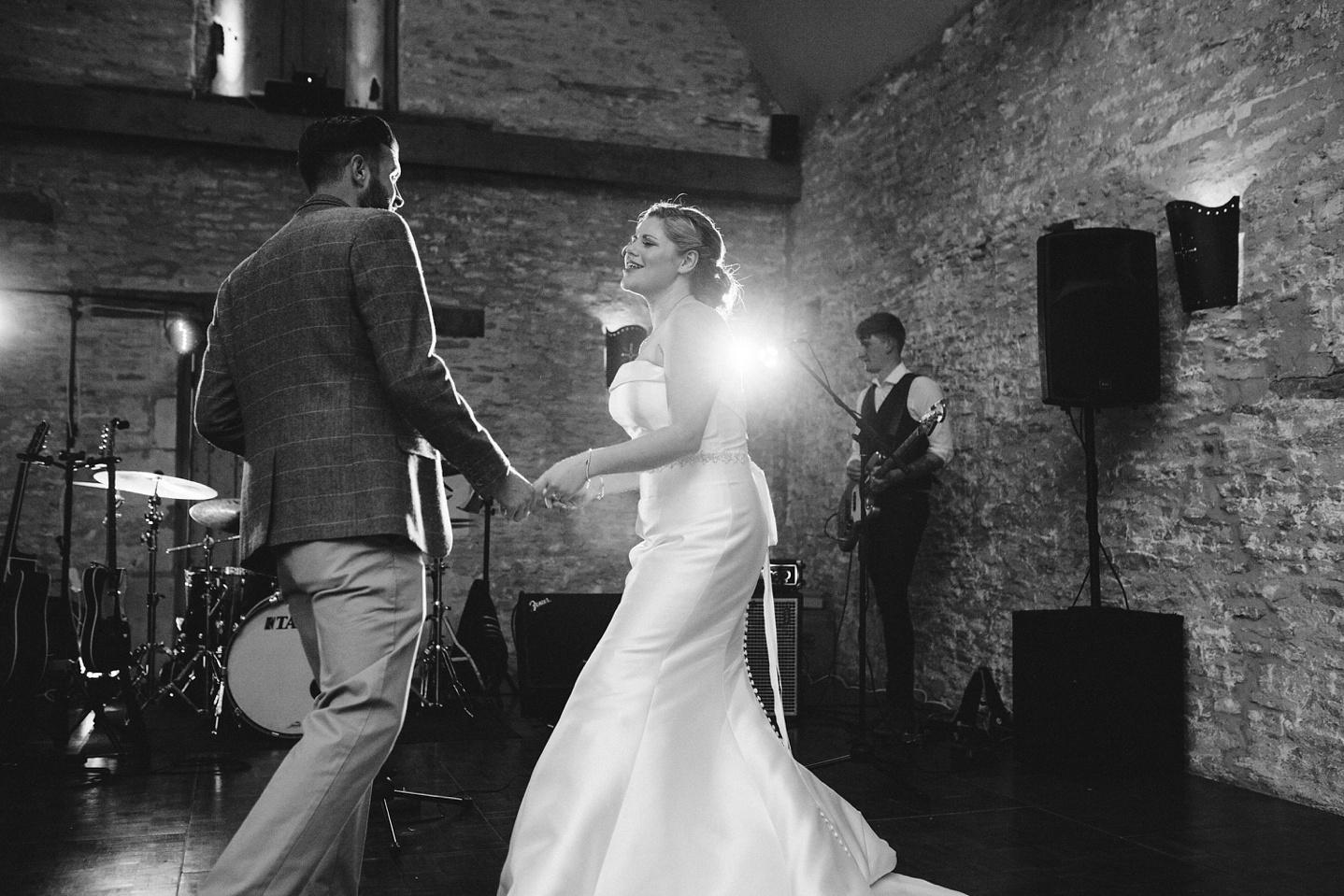 Oxleaze-Barn-Wedding-Photographer_0149.jpg