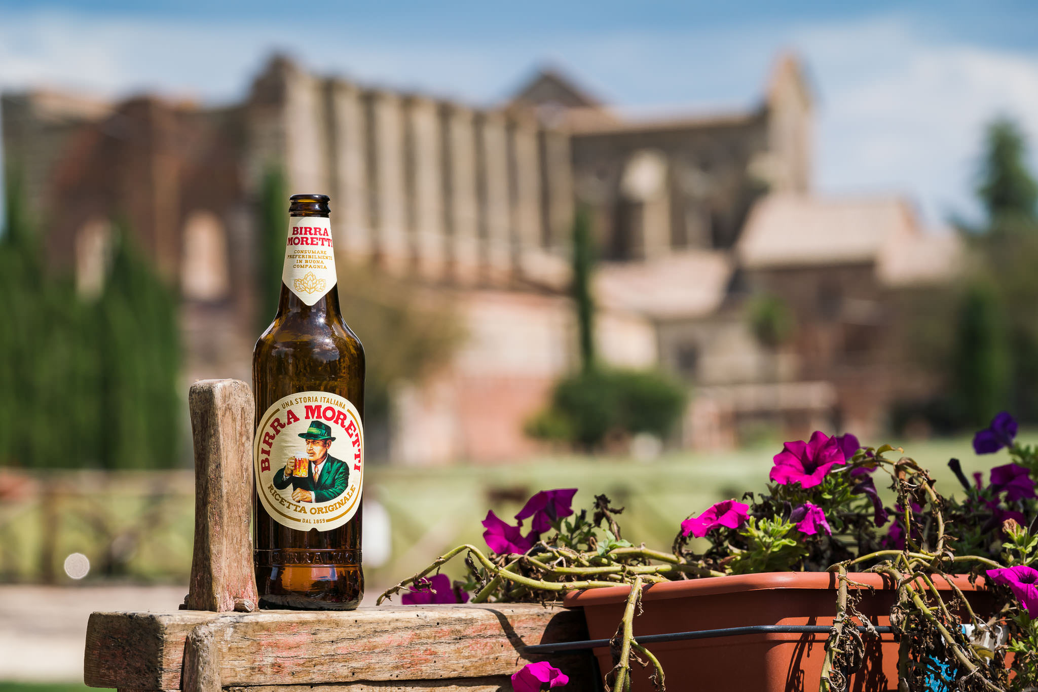 Product placement. Birra Morertti: endorsement deals are available