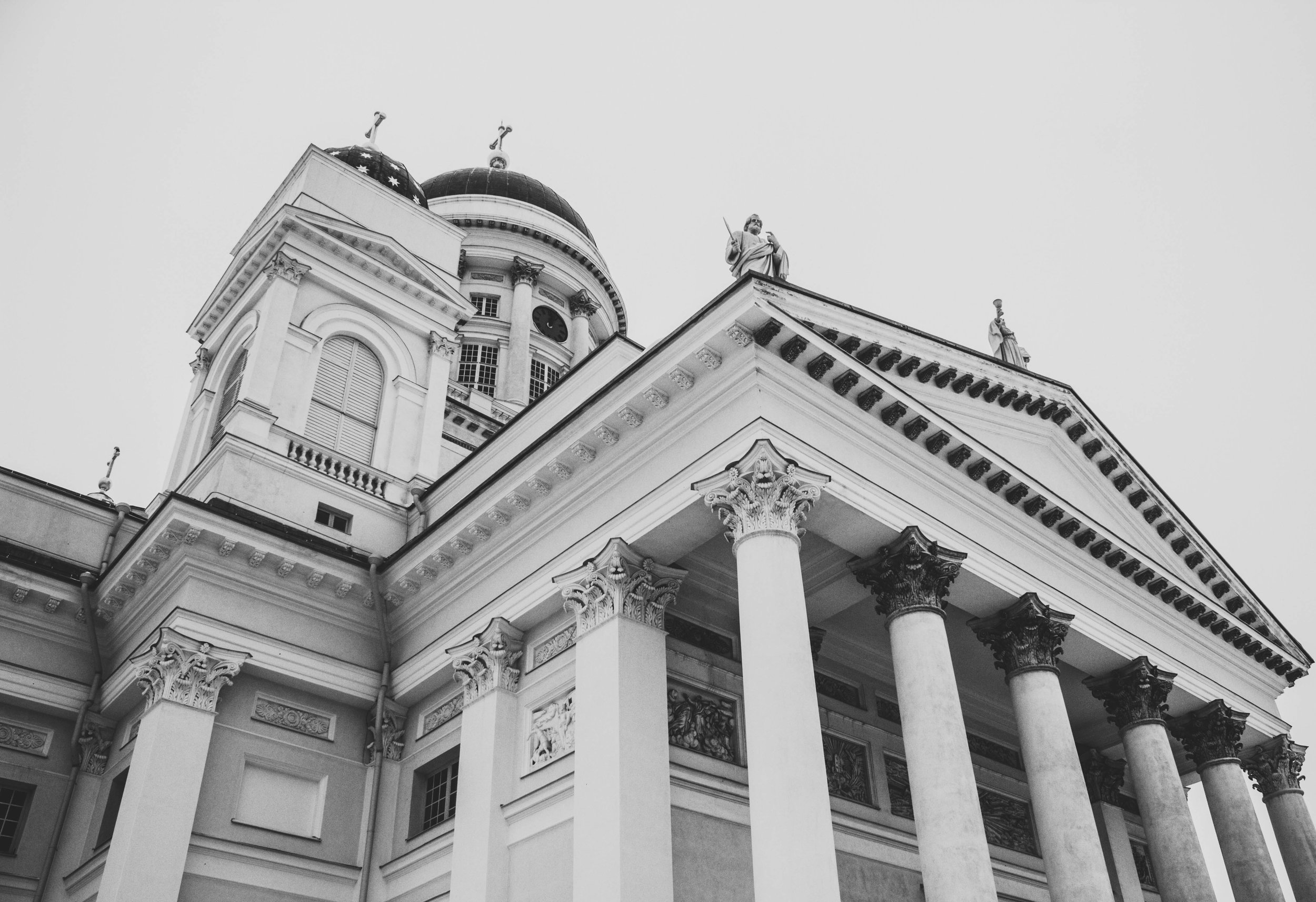 Courthouse_architecture-black-and-white-black-and-white-814795.jpg