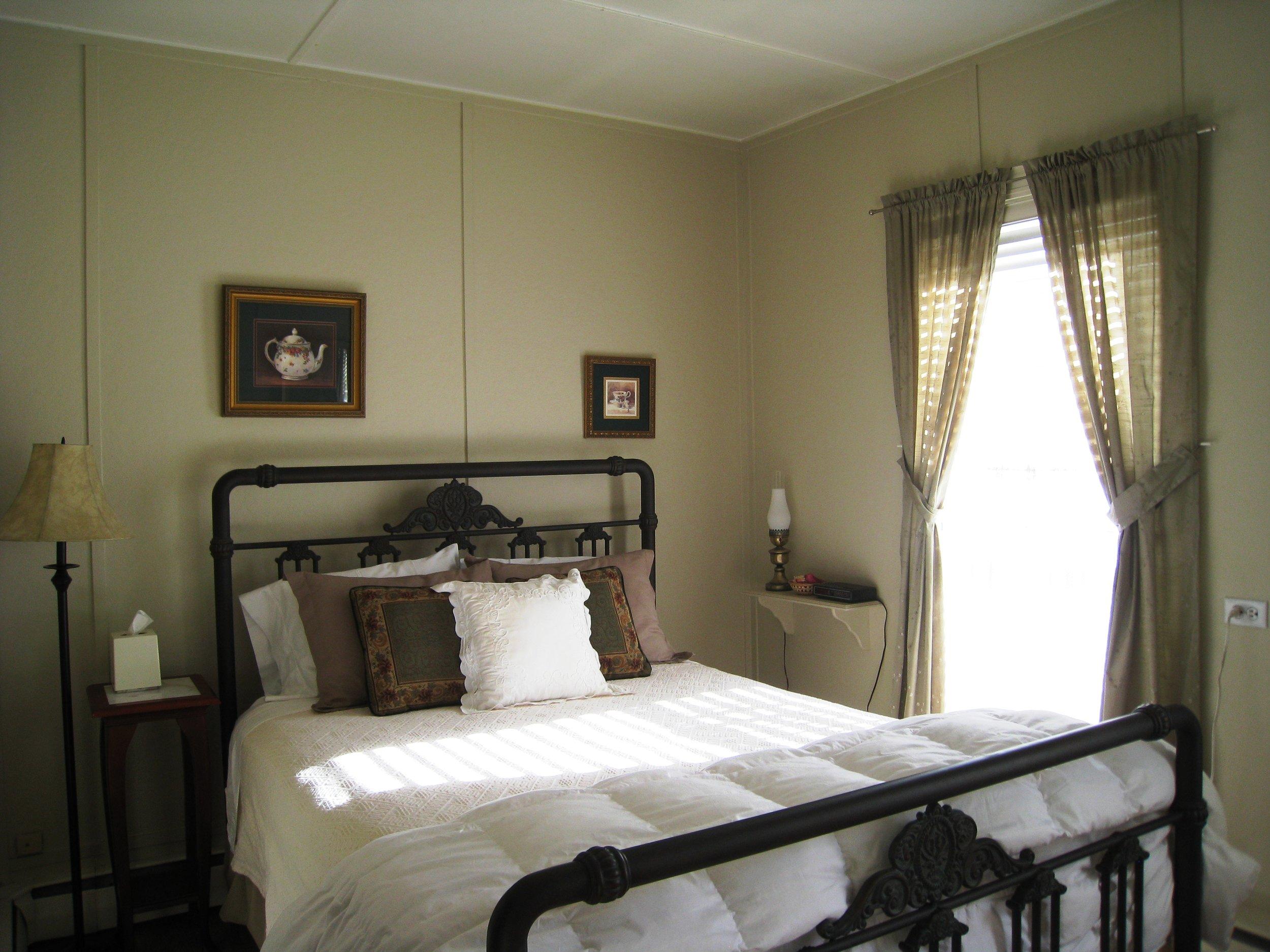 Guest Room_1.JPG