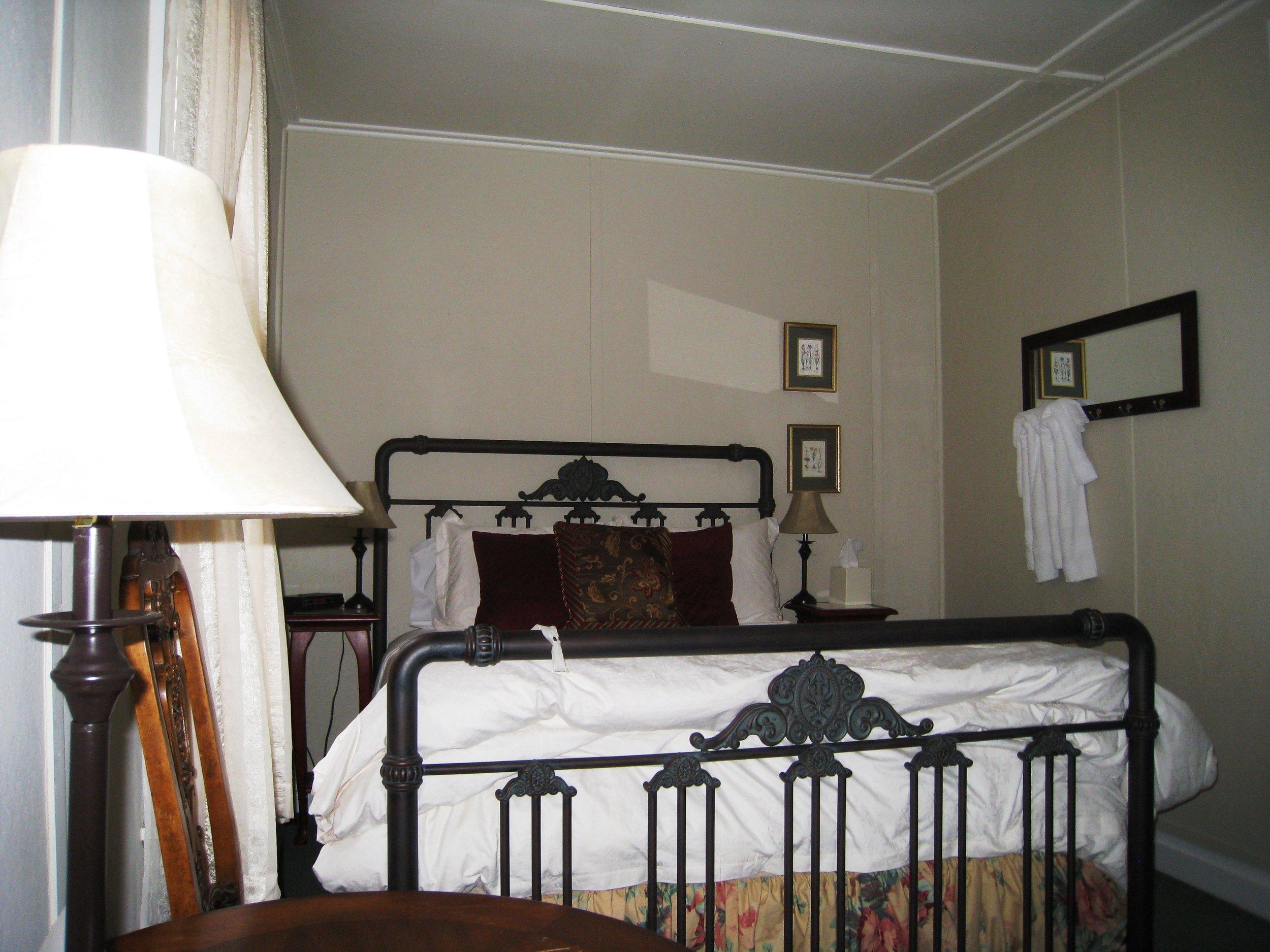 Guest Room_8.JPG