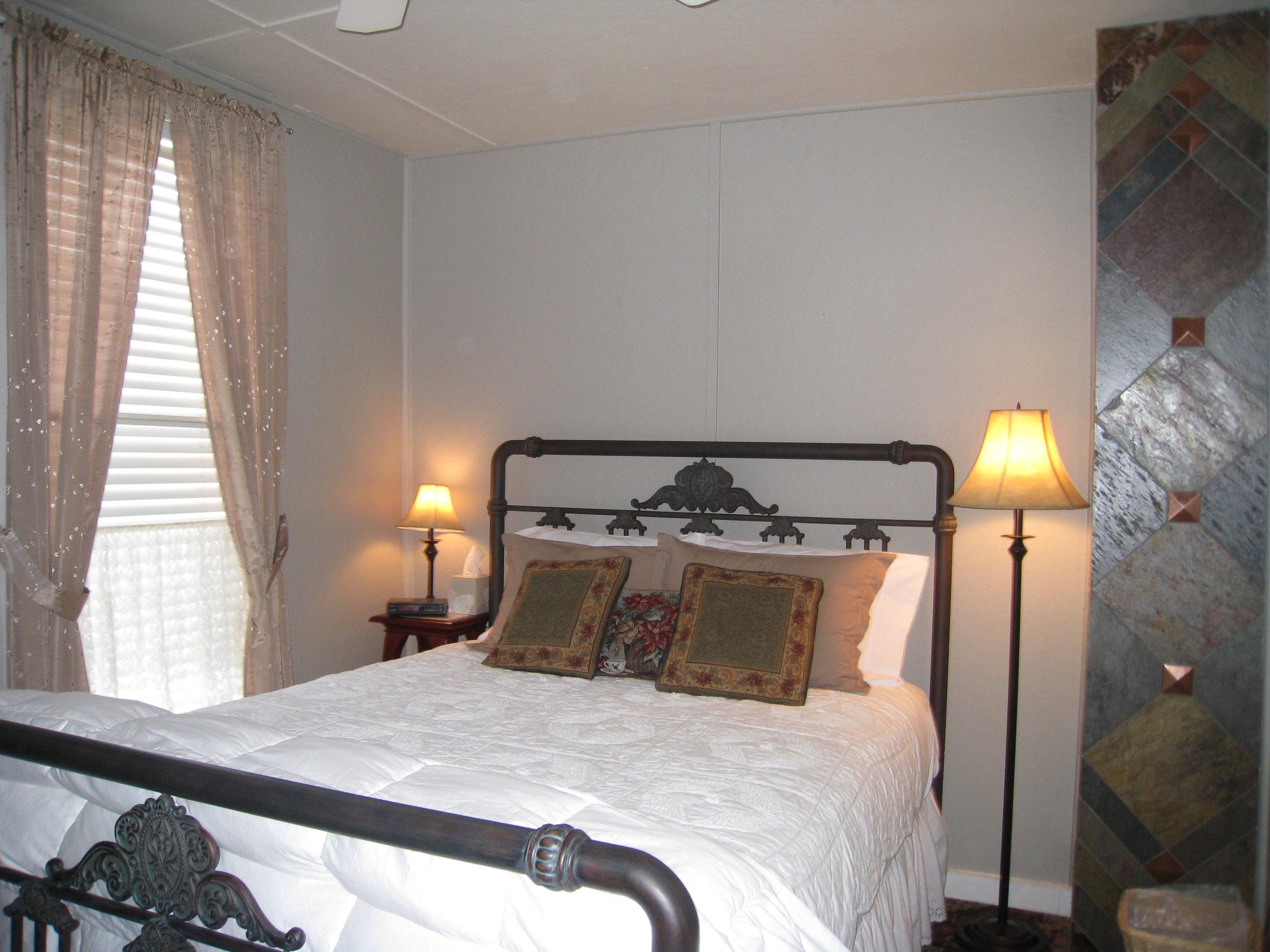 Guest Room_11.JPG