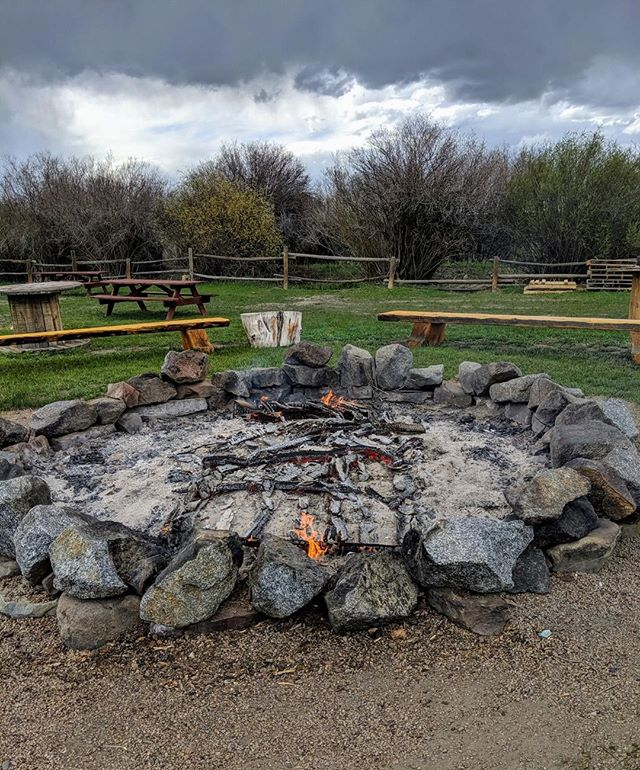 Who's ready for nights spent by the fire? 🙋⠀ ⠀ Especially this fire at @ibarranch. One of the best places for an outdoor concert in the valley!⠀ .⠀ .⠀ .⠀ #ibarranch #onlyincrestedbutte #crestedbutte #thingstodoincrestedbutte #coloradomusicvenue #outdoormusicvenue #outdoorconcerts #gunnisonvalley #gunnisoncrestedbutte #mountainlivingelevated #gunnisoncolorado #crestedbuttecolorado #gunnisonvalley #mountainliving #crestedbuttelifestyle #crestedbutterealestate #crestedbutterealty #crestedbutterealestateagent #findyourdreamhome #sliceofparadise #whattodoincrestedbutte #crestedbuttebound #findyourrealestateagent #vailsouth #westslopebestslope #coloradoliving #coloradorealestate #rockymountainliving #summercampfires #nobummersummer