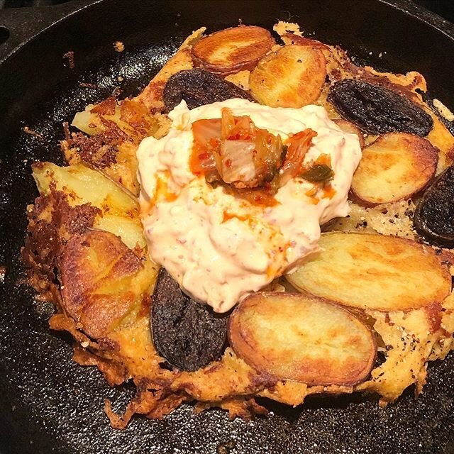 Here is my potato dish for the #redwhiteandbluepotatochallenge with the cooking process.  Potato Cheese Crisp w Kimchee-Yogurt 4 ingredients only: potatoes, grated parmesan/cheddar, plain greek yogurt and chopped up kimchee (or your fav hot sauce) @melissasproduce #bekind #youarewhatyoueat