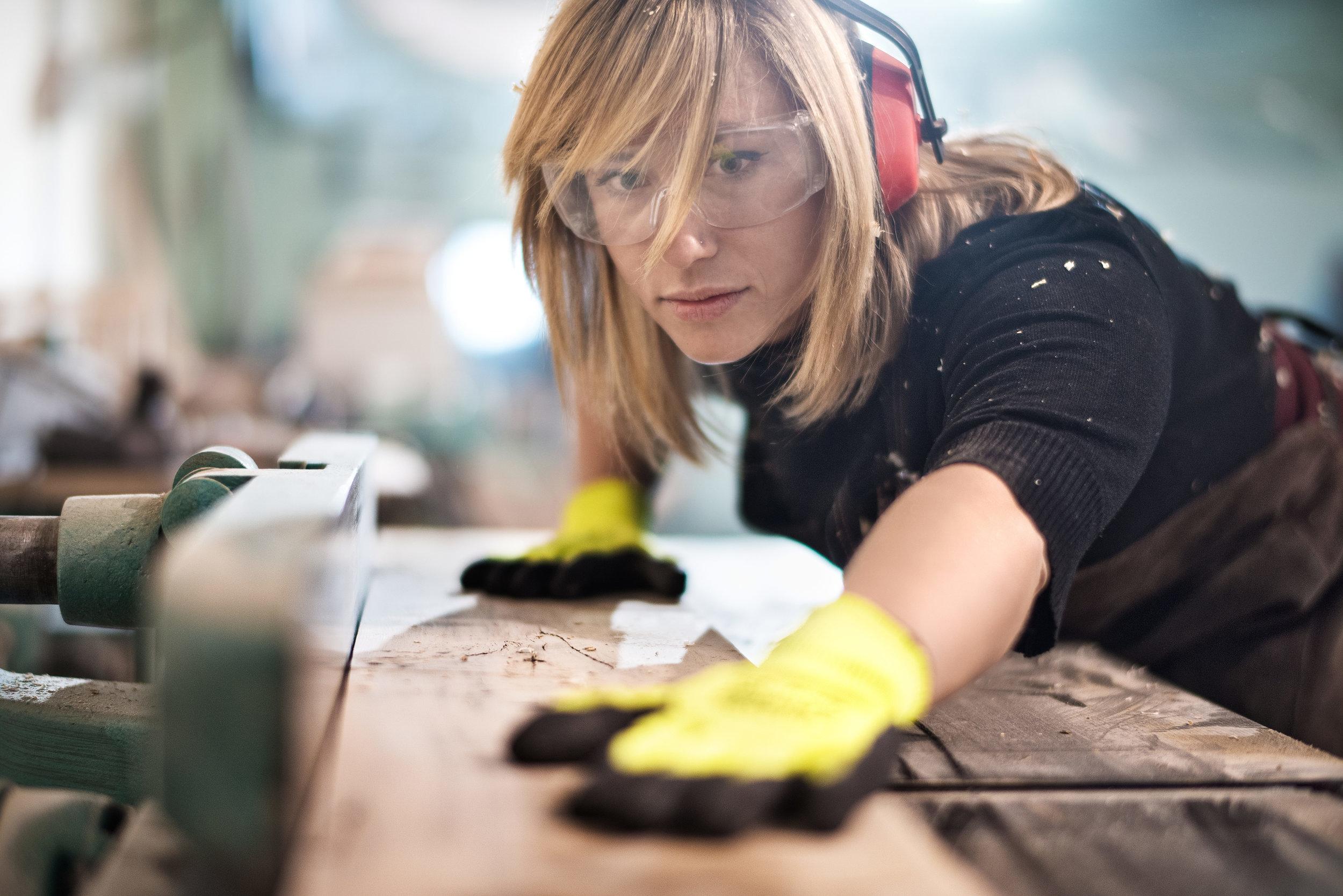 Blonde-woman-cutting-a-plank-516012290_7360x4912_sIZED.jpg