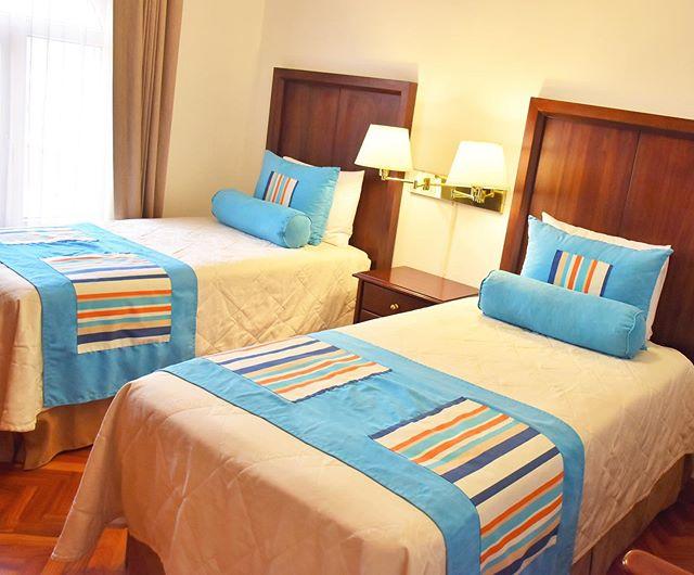Nap time 💙 • • • • • • • #costarica #hotel #comfy #bedroom #vacation #wanderlust #athome #essentialcostarica #esencialcostarica #travel #mytravelgram #bed #terrace #discovercostarica #comfy #tuesday #bed #familytravel #morning #picoftheday