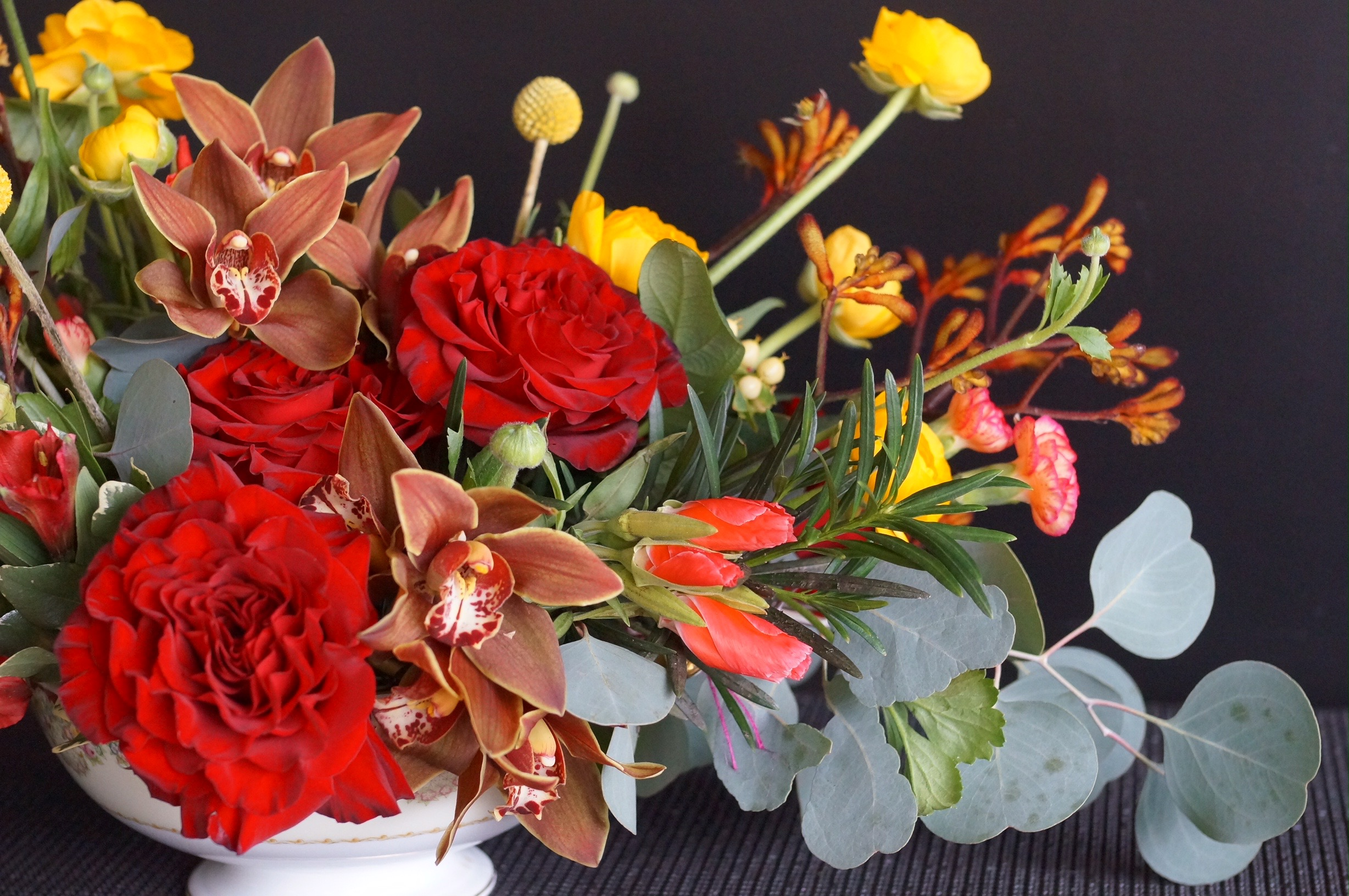 Does this look like Autumn to you? I love the pop of screaming hot salmon with the godetia and the spray carnations, it makes the design come to life.