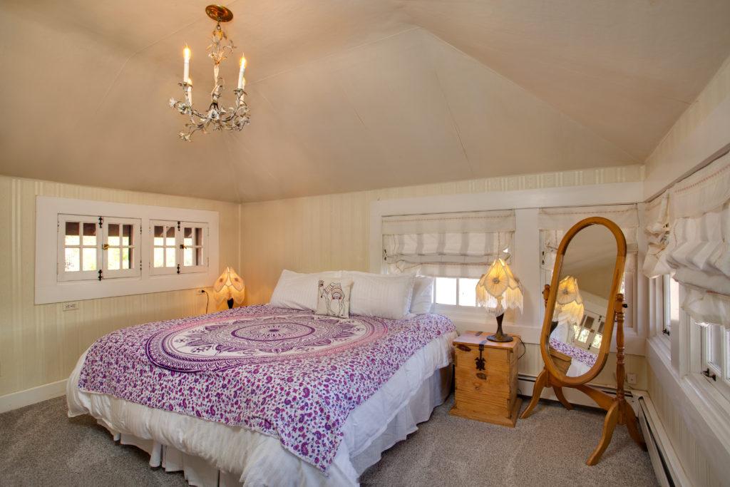 Guestroom-at-Rockledge-1024x683.jpg