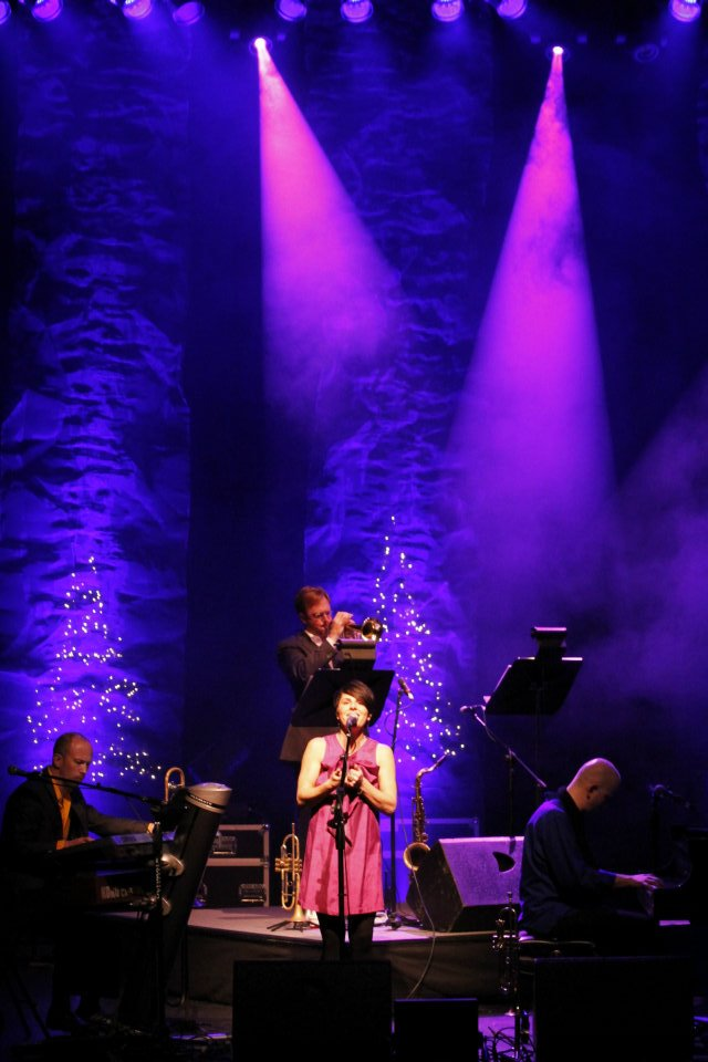 Allison Mickelson Holiday Jam lights.jpg