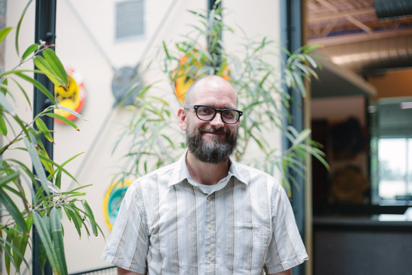 David Peery | Client Success Coordinator   David loves long walks and sci-fi movies. In fact, He studied film production at Webster University. With a diverse background in media production, nursing, and t-shirt printing, David brings to Sapper his attention to detail and focus on customer service. Also, He bakes a delicious vegan cupcake.