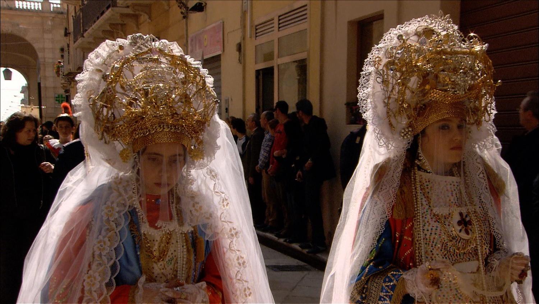 FFOTW_204_girls with crowns.jpg