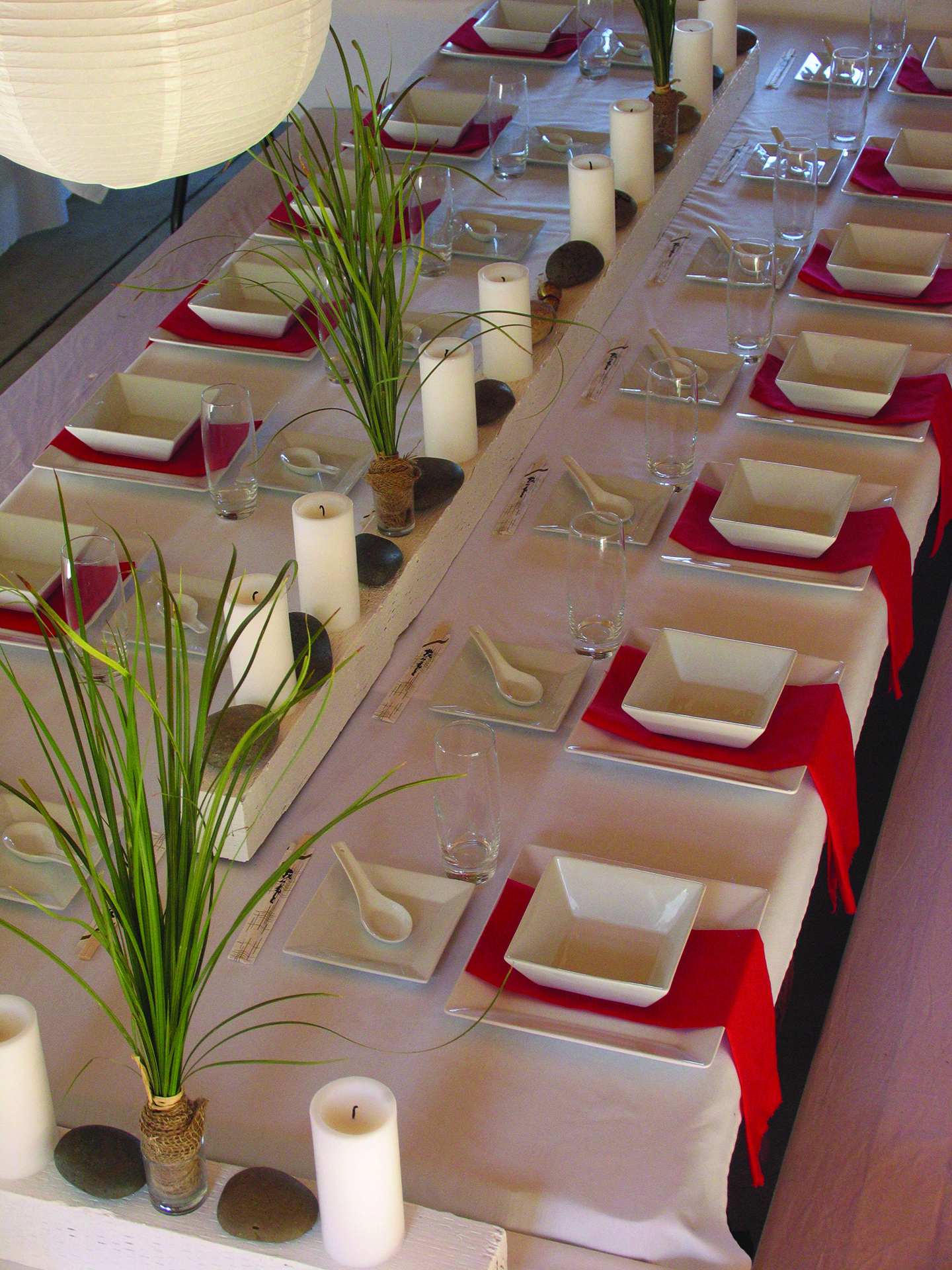 red and white table-2a.jpg