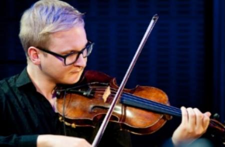 Image Violin player.png