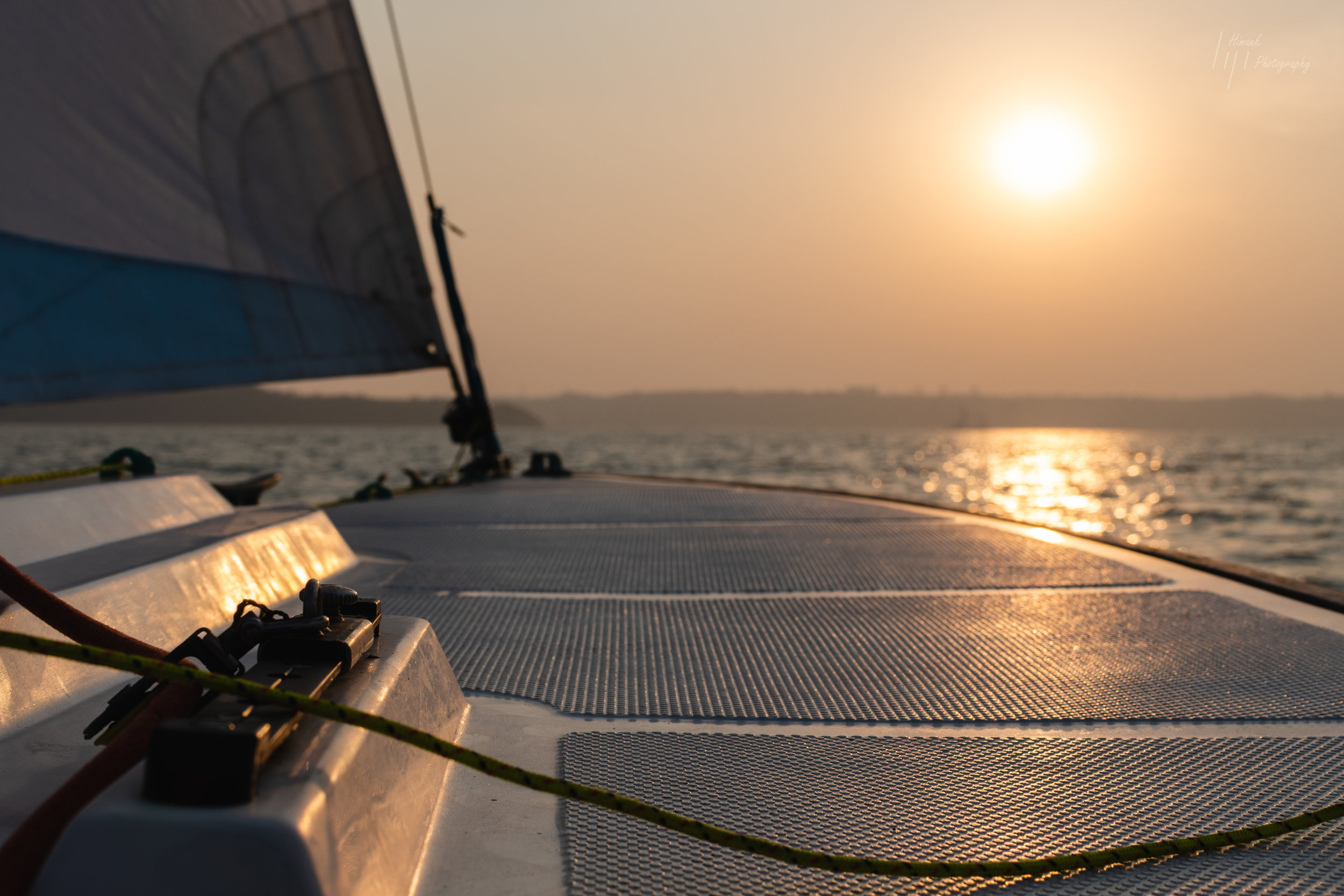 ONE HOUR SAIL | INR 1750/- PER PERSON - A great way to experience sailing is to sign up for an hours sail from Hollant Beach. Chase the sunset shall we? Requires minimum 2 people. Suitable for 7years & above. Max 5 per boat