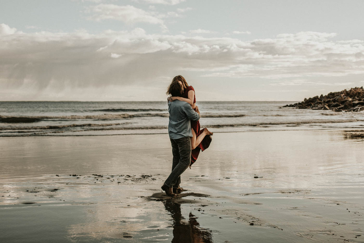 Cape Disappointment Couple's Session on the Washington Coast | Rosemary & Pine PhotographyCape Disappointment Couple's Session on the Washington Coast | Rosemary & Pine Photography