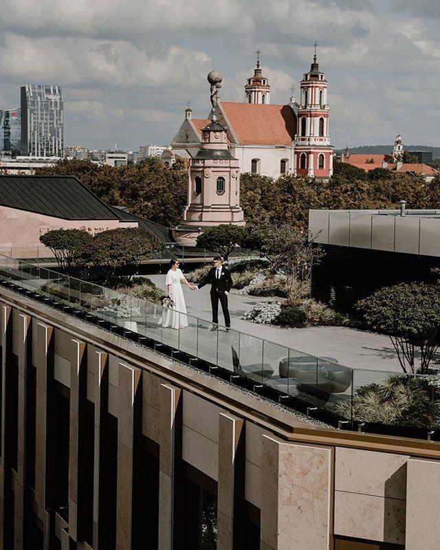 Kaip smagu apsilankyti naujose Vilniaus vietose... Šviežias įkvėpimo gūsis... . . . . . #vilniusoldtown⛪️ #vestuviufotosesija #vestuviufotografas #urbanwedding #ieskaufotografo #modernwedding #cityweddings #citylandscapes #ilovecity #santuoka #sandratamos #30risingstars #bridetobe2019 #fotografasvilniuje #wayupnorth #lithuaniaphotography #destinationphotography