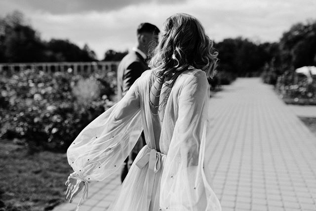 #dressdetail 👗 . . . . . #blackandwhite #romanticweddings #lovemood❤️ #autumnweddings #vestuviufotografija #vestuviufotografas #kaunobotanikossodas #ieskaufotografo #fotografaskaune #vestuviufotografasvilniuje #vestuveskitaip #30risingstars #wayupnorth2019 #freespirits #weddinginspo #urbanwedding #lookslikefilmweddings #vestuves2019