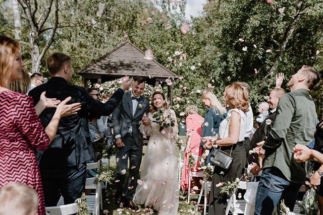 Happy moments Planavimas, dekoravimas: @2.frogs  Suknelė: @jistilius . . . . . . #weddingdress #weddinginspo #lithuaniawedding #ieskaufotografo #vestuviufotografas #weddingdecors #vestuviufotografasvilniuje #sandratamos #vestuves2019 #bridetobe #wayupnorth #30risingstars #lovemood #kaunobotanikossodas #trueemotions #brideandgroomphotos