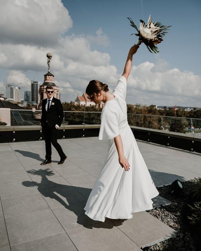 Leisti sau šokti... Visur ir visada... . . . . . #urbanwedding #modernweding #vilnius #vestuviufotosesija #vestuvesmieste #sandratamos #cityweddings #bridetobe2019 #weddingbouquet #fotografaslietuvoje #vestuvesvilniuje #weddinginsporation #weddingdecor #vestuviufotografas #30risingstars #wayupnorth #livesquare #beautifullife #motion