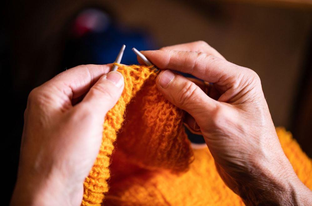 Kom og strikk sammen - I baren/lounge-området på fredag, vil det være mulig å treffe og bli kjent med andre strikkeglade sjeler. Her kan man inkludere og hjelpe hverandre, dele tips og utveksle erfaringer.