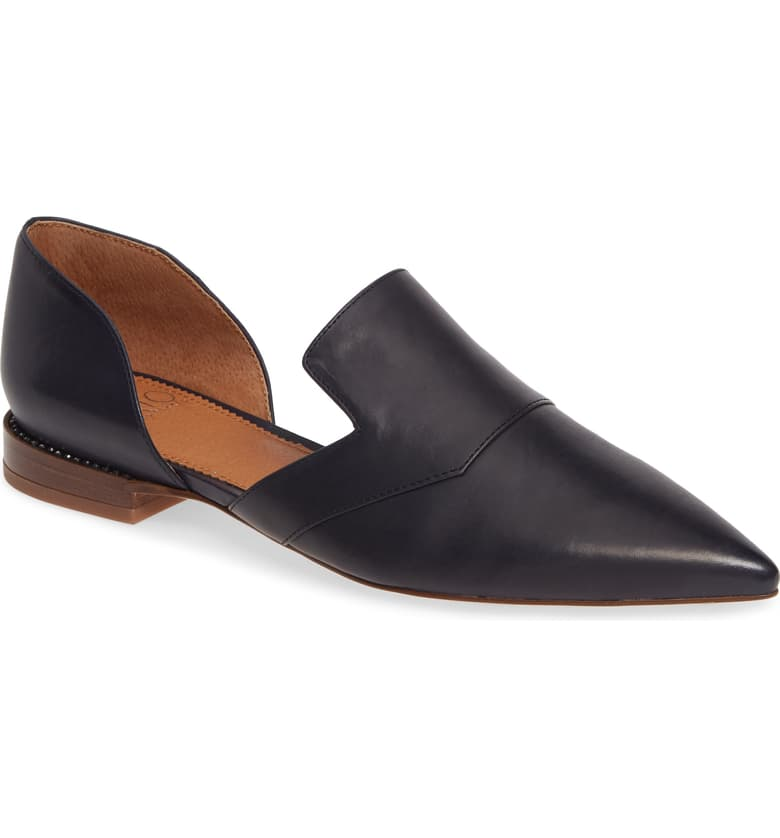 Here's that closed toe black flat that isn't quite a flat, but kind of is that is everything you've been trying to find but haven't known exactly what to search for. Pair them with pants or jeans for maximum awesomeness.