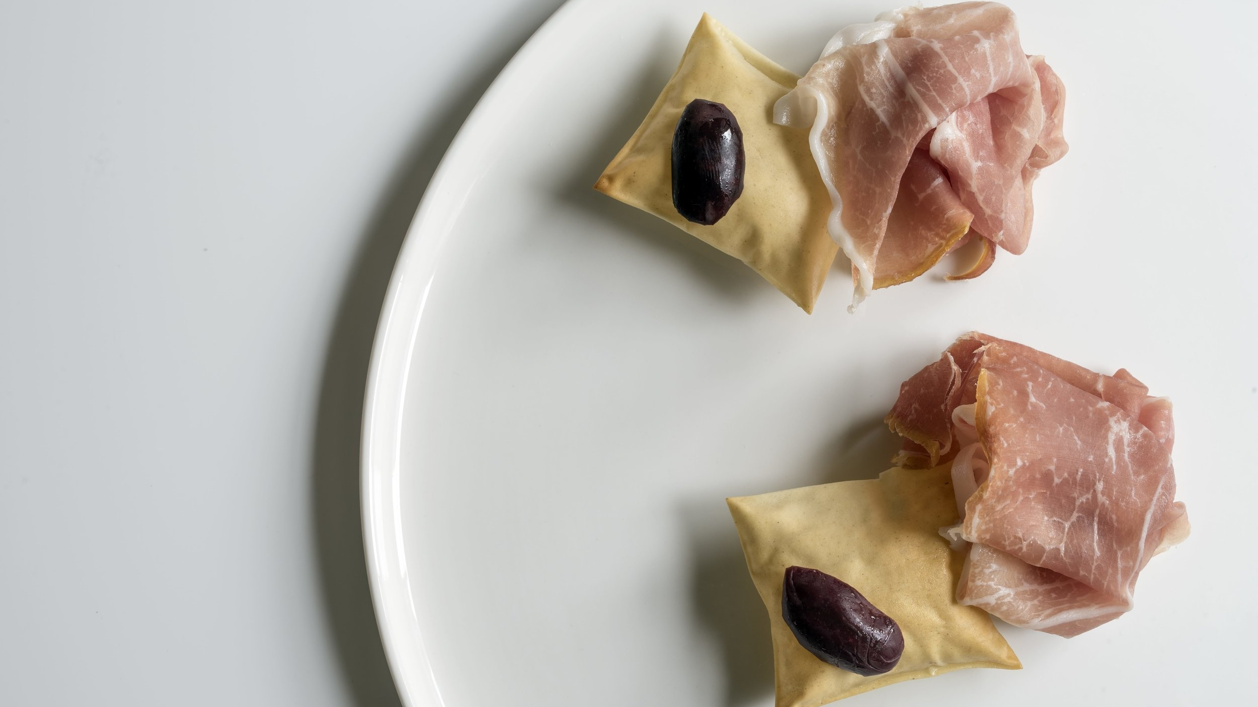 San Daniele prosciutto, grissini, Kalamata olive