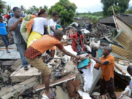 mozambique-rubbish-collapse-debris.jpg