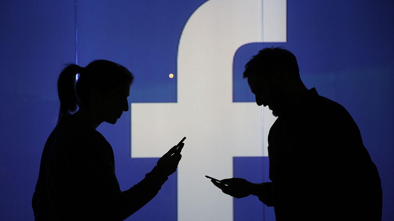 Facebook stops apps being pre-installed on Huawei phones
