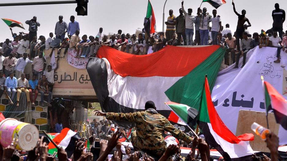 041119-sudan-protests.jpg
