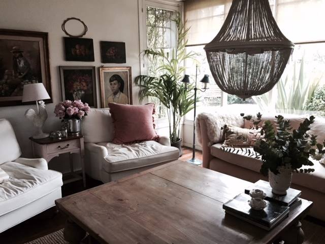 Muebles antiguos arañas caireles de madera