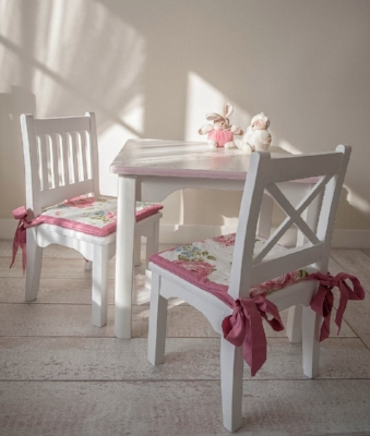 mesa con sillas madera