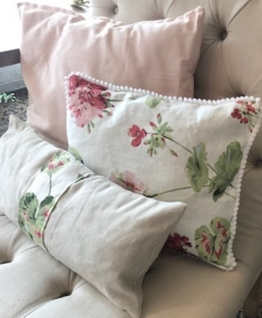 Almohadón flores y rosado