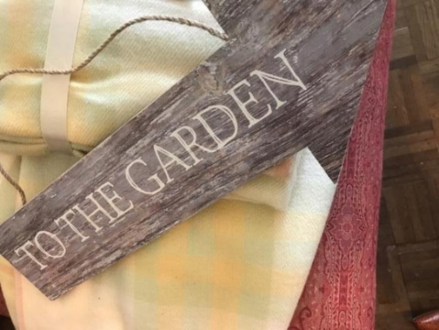Cartel to the garden