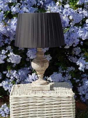 lámpara gruesa en madera