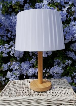 lámpara básica en madera