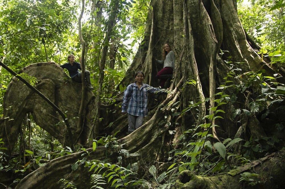 eilidh-munro-filmmaker-bethan-john-jennifer-serrano rojas-biologist-voices-on-the-road-expedition-film-documentary-DSC_1540.jpg