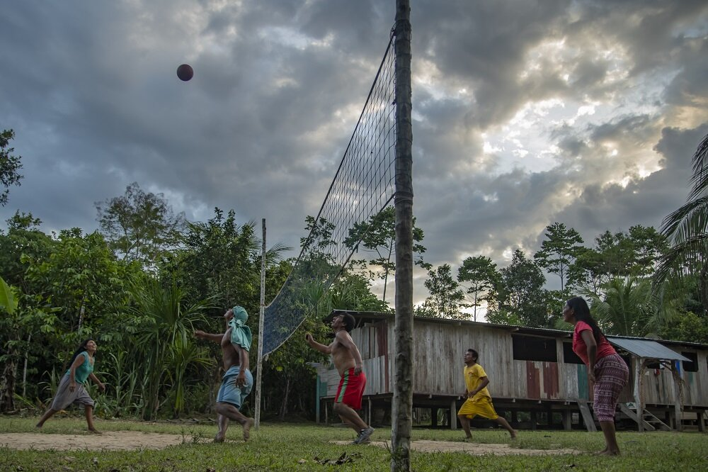 shipetiari-indigenous-community-playing-volleyball-amazon-rainforest-manu-national-park-peru-voices-on-the-road-bethan-john.jpg