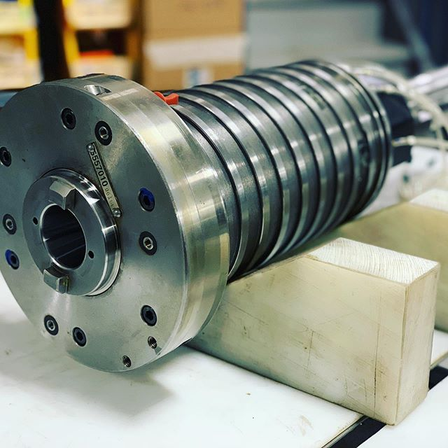 MAZAK VTC30 12 000 RPM CAT 40 - remise à neuf, un an de garantie, programme d'échange. | COMPLETE REBUILT, one year warranty, exchange program.  #mazakcnc  #mazakcncmachine #spindlerepair #mecprecision #cnc #metalworking