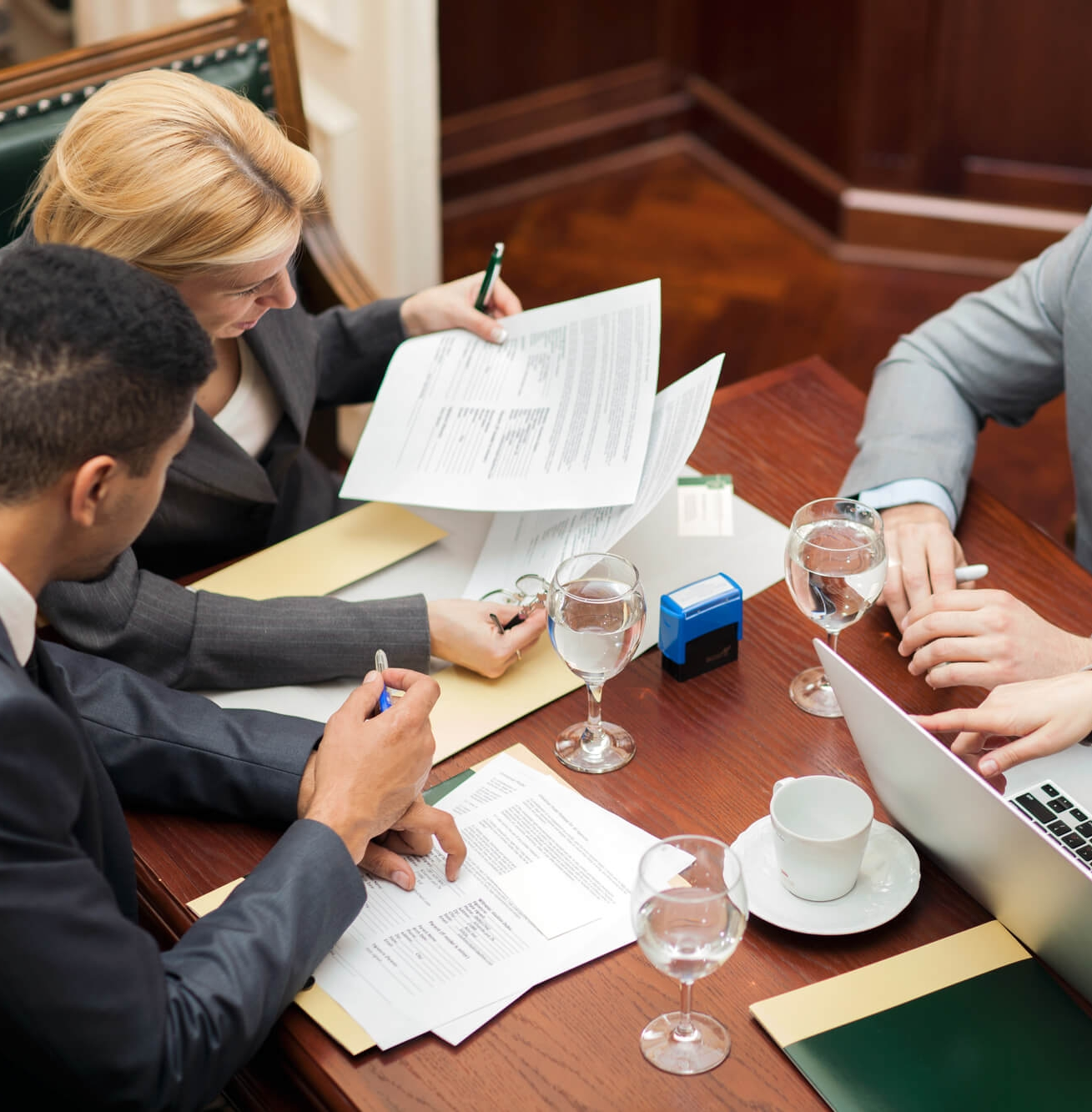 - At Kanen Law Firm, we use our vast and diverse experience and knowledge ensure that our clients achieve their goals while protecting their business and financial interests. We strive to build long lasting relationships by providing our clients with valuable legal advice in a prompt and efficient manner.