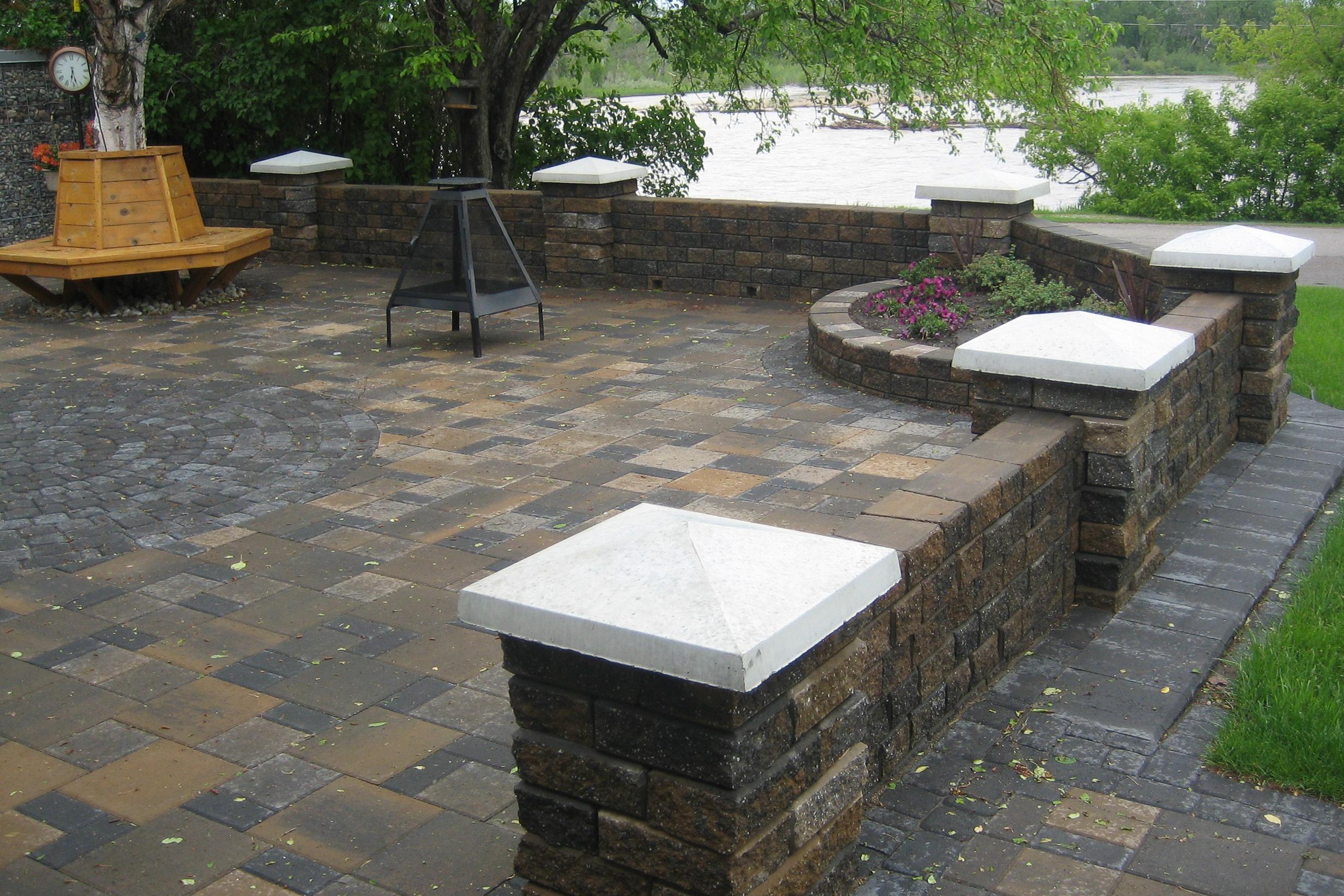courtyard-walls-bench-3.jpg