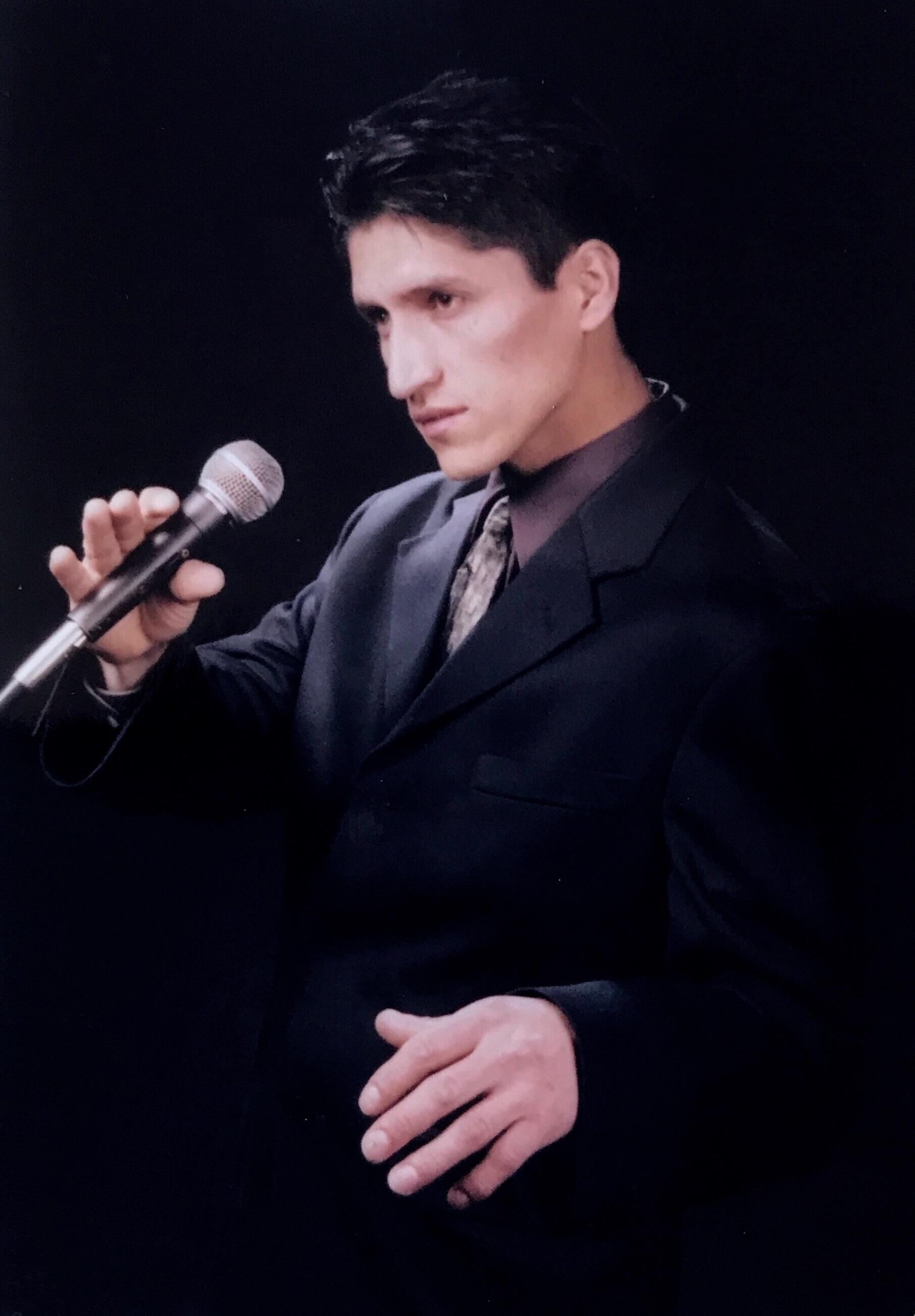 Luis Quizhpi Cantante.JPEG